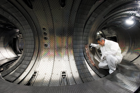View of the Tore Supra plasma vessel, a tokamak in operation since 1988.@ Philippe Stroppa/CEA