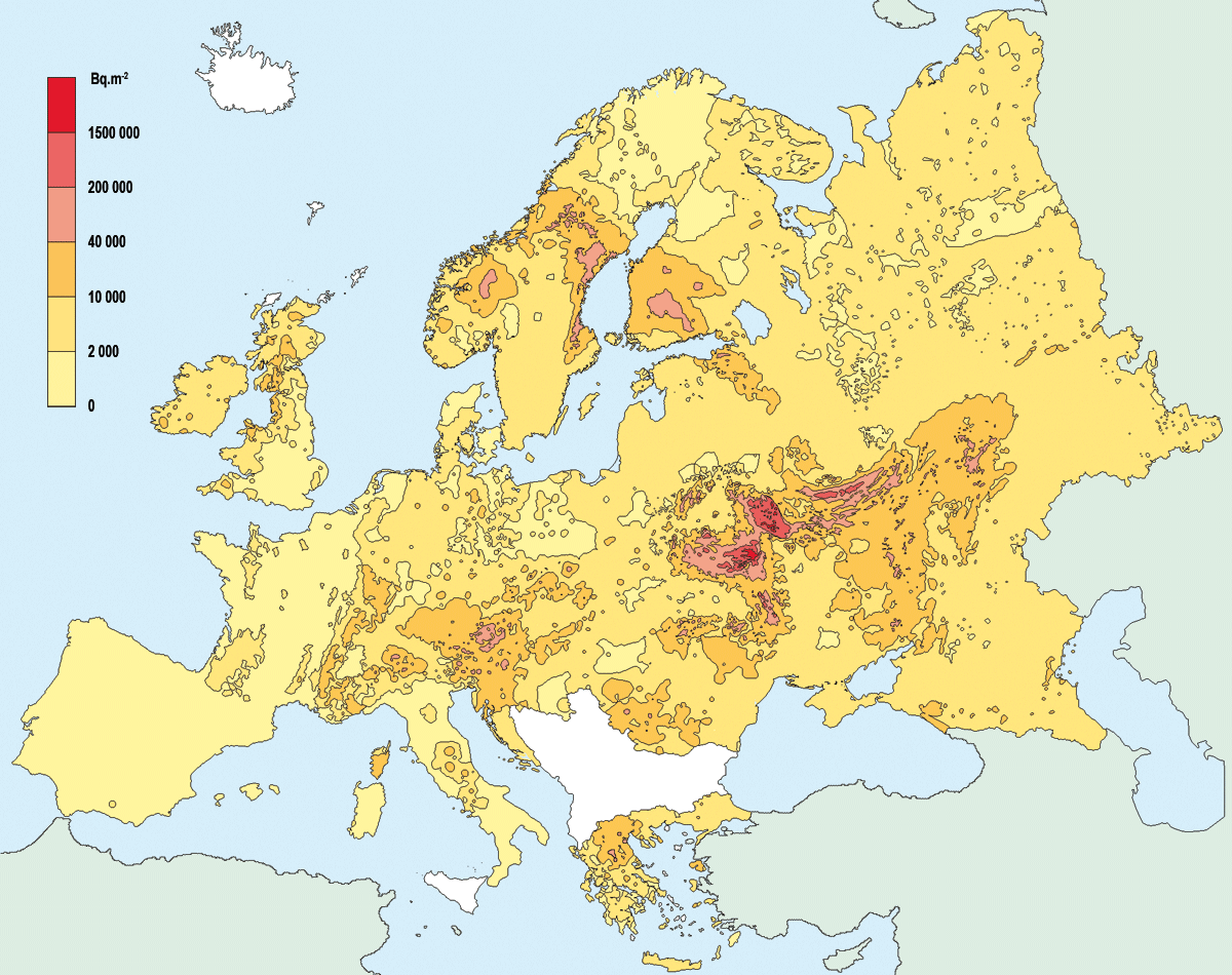 Carte des dépôts de césium 137 à l'échelle de l'Europe suite à l'accident de Tchernobyl (source : Atlas européen EC/IGCE 1998 et IRSN). Aucune donnée n'est disponible pour les Balkans.